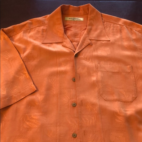 Tommy Bahama Other - Tommy Bahama Men's Silk Wooden buttons XL